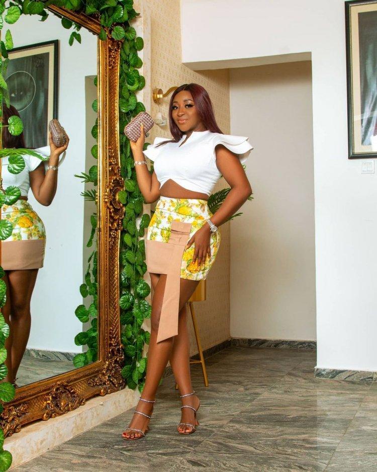 Nollywood : Je suis belle - Ini Edo écrit alors qu'elle exhibe sa peau brune éclatante (VIDEO)